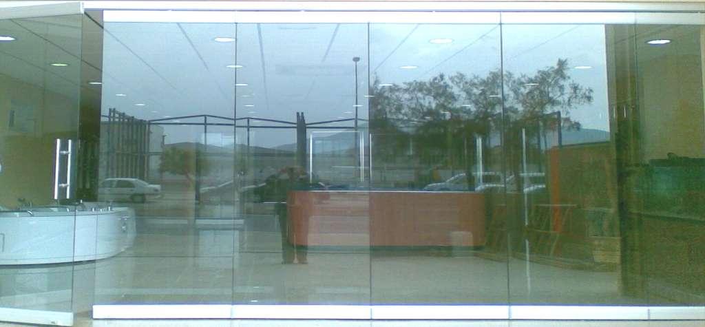 Puerta de cristal puertas de cristal en madrid cristales - Puerta de cristal abatible ...